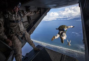 action-urlaub-fallschirm-springen-adrenalin