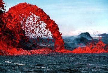 action-urlaub-vulkan-surfen