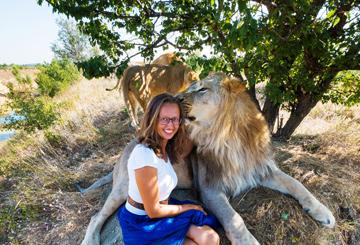 hug-lion-encounter-unique-trip