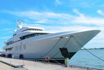 superyacht-charter-karibik-mittelmeer-luxus-reisen